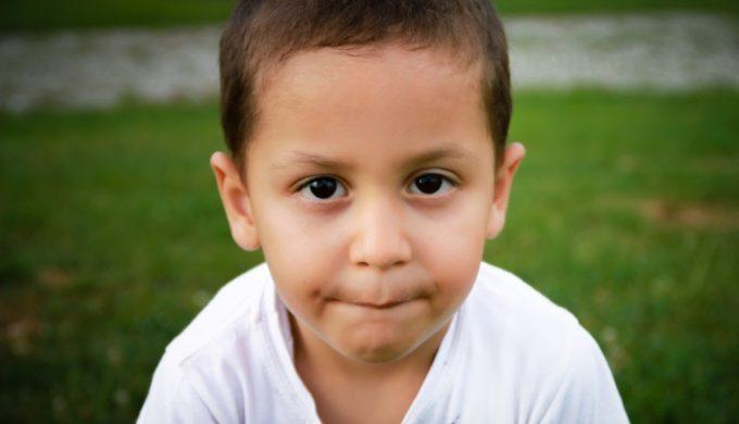 小孩害羞內向怎麼辦?