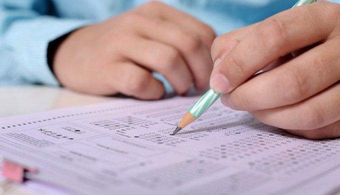 學生考試做弊被舉發,老師卻請同學幫忙保密?!