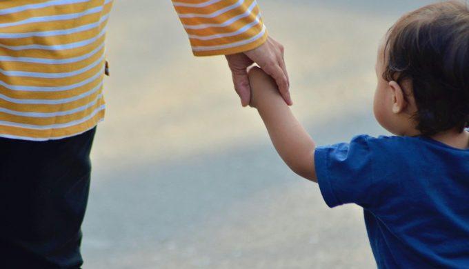 你是否不自覺地處在孩子狀態,讓孩子貼心地回頭照顧你?